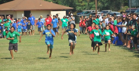 Kualapuu fifth grader Jaymen Dudoit-Tabilangan (second from left) narrowly edges out Bucky James Torres (third from left) from Maunaloa in the Makahiki games kukini on Saturday.