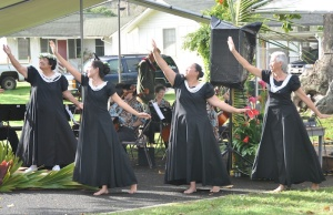 An elegant hula performance, with the Iolani Hawaii Suzuki Strings in the background.
