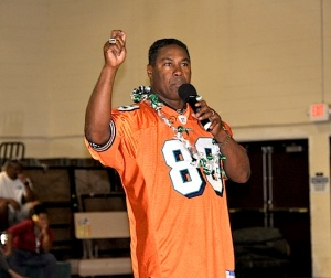 Former Miami Dolphins receiver and all-pro player Nat Moore speaks with Molokai High School and Middle School students at The Barn. He will be returning to Molokai to run a one-day clinic Jan. 28.